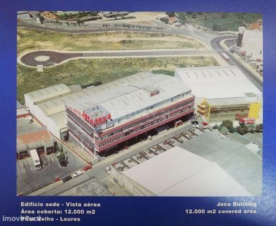 Instalações Industriais com Edifício de 5 andares e 3 Pavilhões. 12500