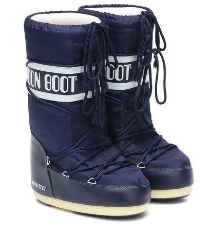 Ski boot moon