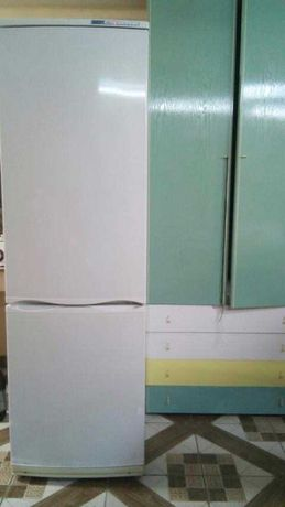 продам двухкамерный холодильник ATLANT