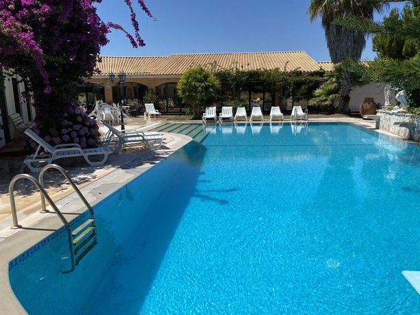 Moradia Soltroia, fins de sem./férias, piscina,8 min pé praia,7quartos