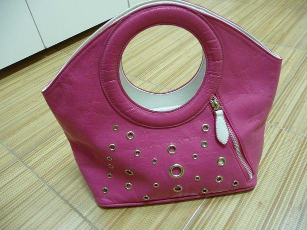 Удобная  сумочка.
