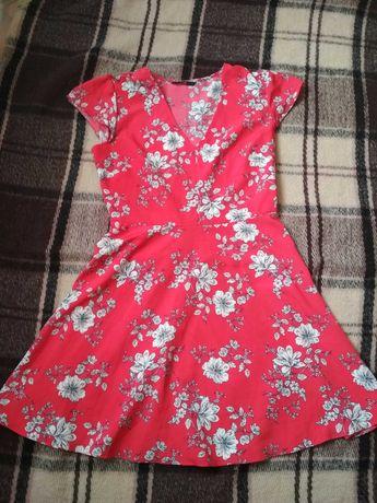 Красное платье в цветах