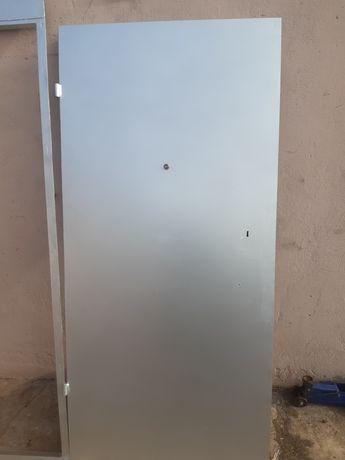 Двери железные б/у