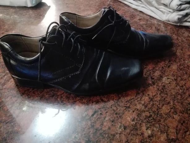 Eleganckie buty dla chłopca w rozmiarze 33