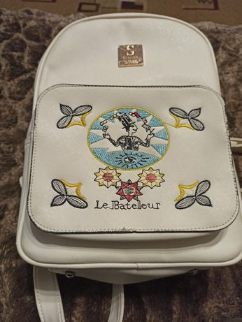 Беленький рюкзак
