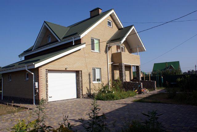 Продам жилой коттедж с техникой, красивым участком, большим садом