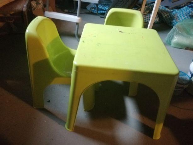 Stolik plus 2 krzesełka