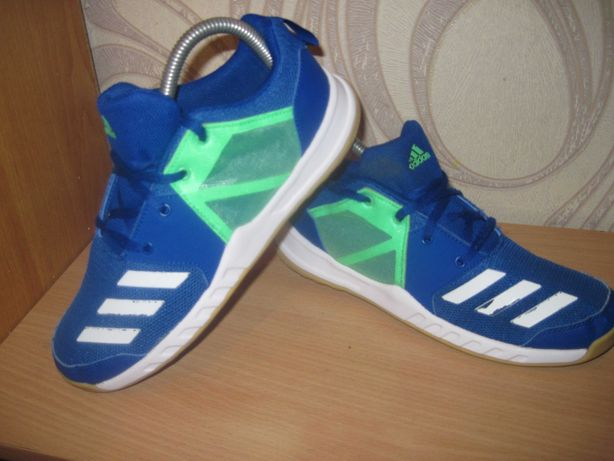 Продам кроссовки фирмы Adidas 37.5 размера .