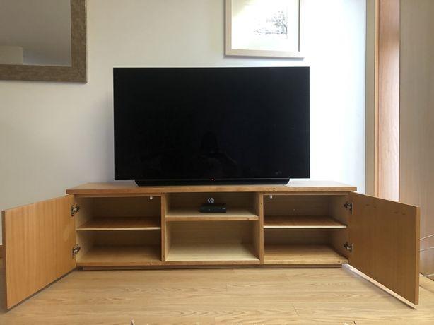 Móvel de madeira para televisão