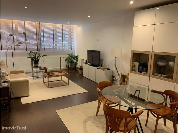 T1 duplex com pequeno logradouro ajardinado junto ao Marq...