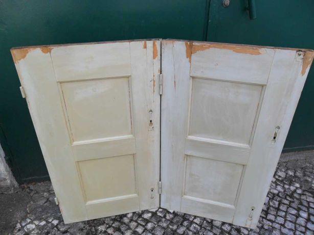 3 pares de portadas interiores para janelas, em madeira