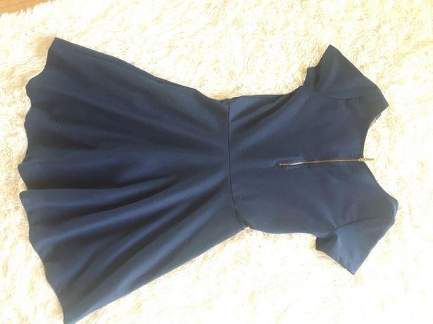 Granatowa sukienka Stradivarius
