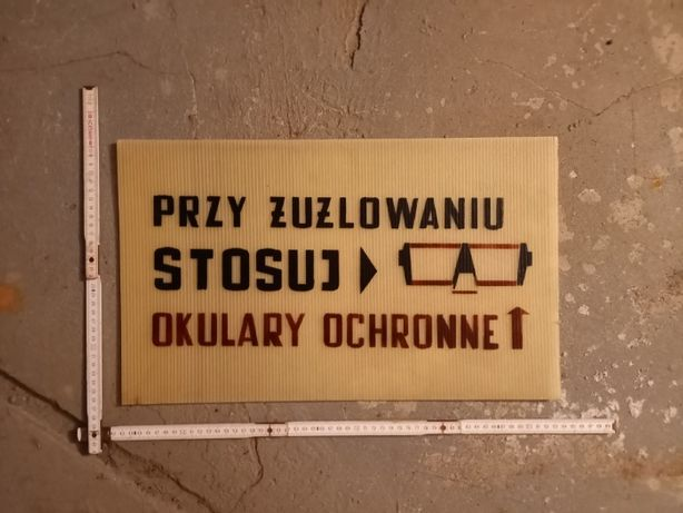 """Tablica PRL """"Przy żużlowaniu stosuj okulary ochronne"""", płyta komorowa"""