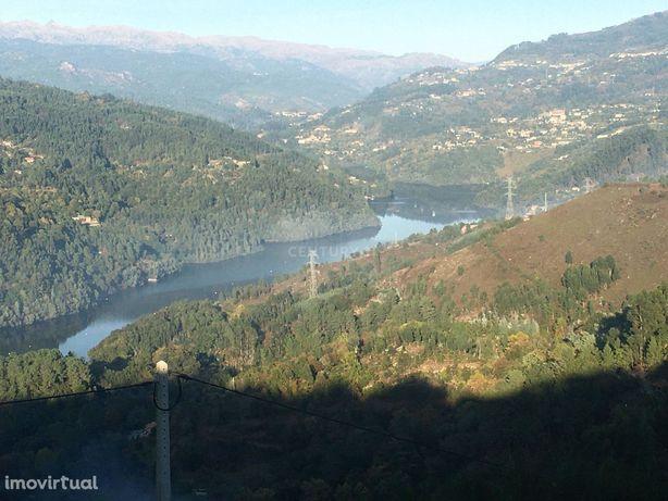 Moradia Térreo na zona do Gerês com Vistas magnificas sobre o RIo e Va