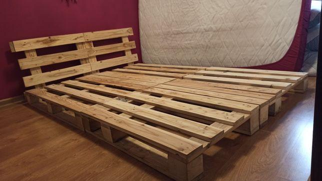 Łóżko zrobione z palet