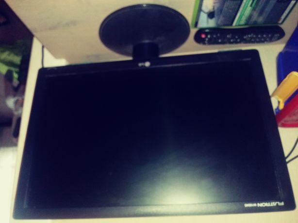Komputer i monitor