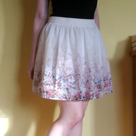 Biała spódnica w kwiaty Clockhouse