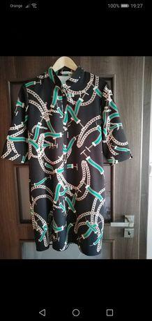 Elegancka sukienka z wzorkiem.