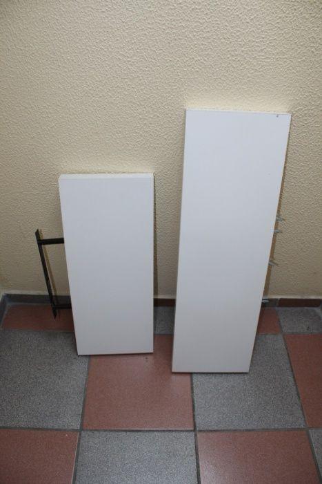 Estantes de parede branco lacado