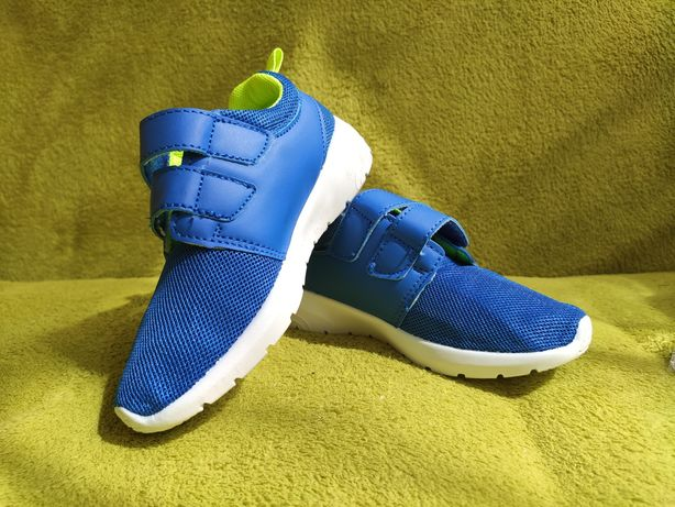 Продам детские новые кроссовки
