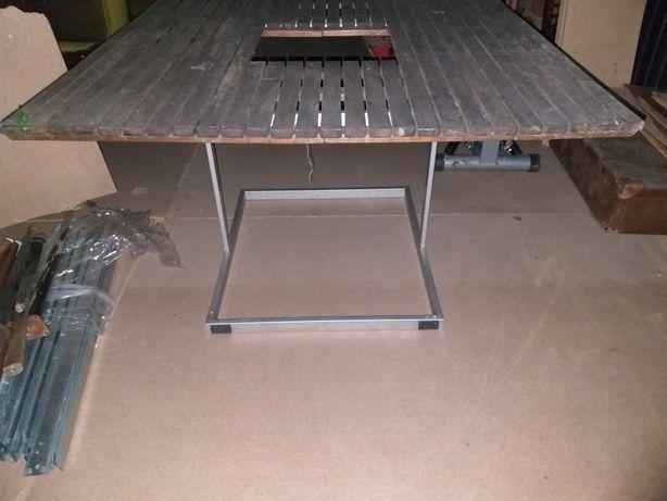 Stół ogrodowy z aluminiowymi nogami