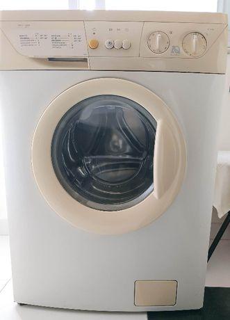 Vende-se Máquina de Lavar Roupa Zanussi, a funcionar (nec. reparação)
