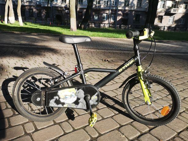 Велосипед детский  Decathlon 4-6 лет+доп колеса!в идеальном состоянии!