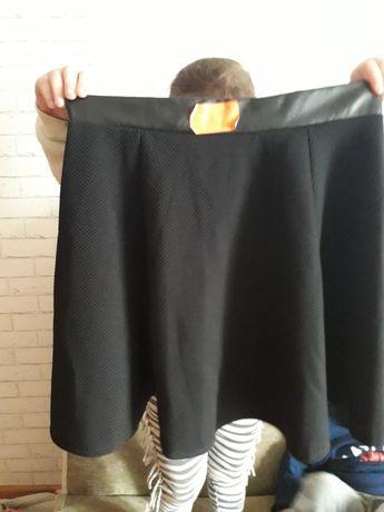Nowa czarna spódniczka