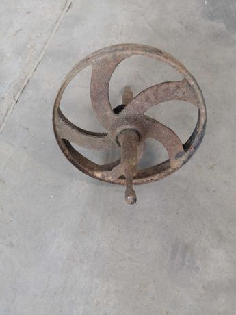 Stare koło do taczki