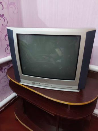 Терміново!!!Телевізор LG в хорошому стані тумбочка в подарок