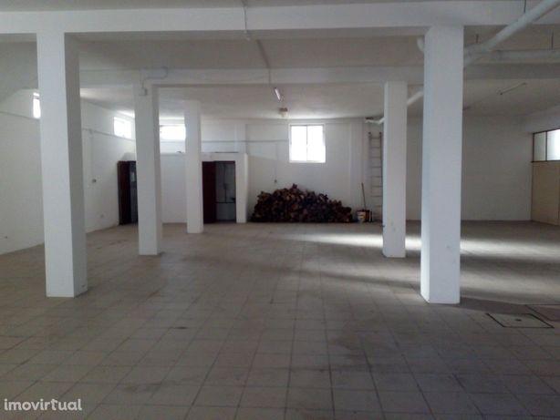 Armazém  Venda em Oliveira de Azeméis, Santiago de Riba-Ul, Ul, Macinh