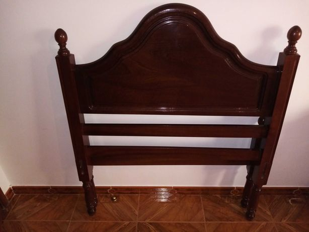 Duas camas solteiro em mogno  80€ cada.