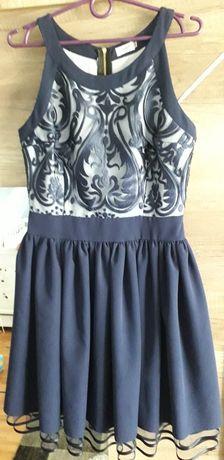 Sukienka z podszewką tiulową