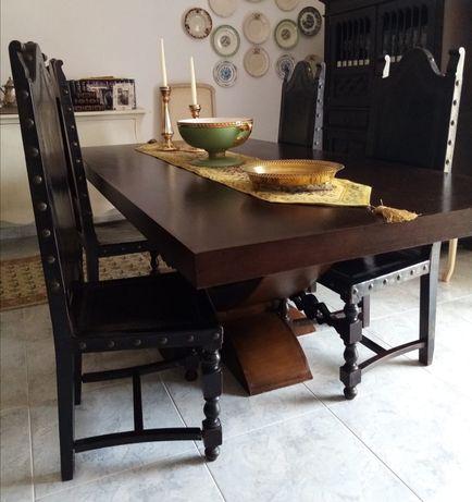 Mesa de jantar com cadeiras em madeira maciça