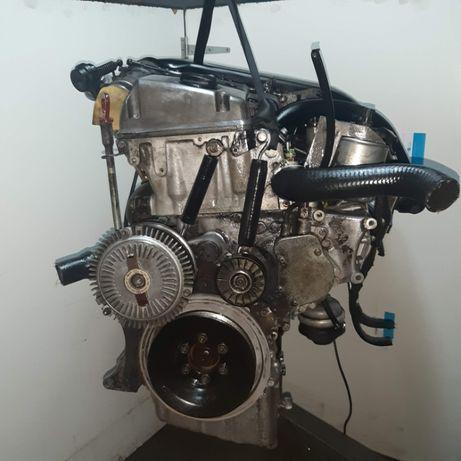 Motor Mercedes 5 cilindros 250 D 113cv Multivavulas vendo à peça
