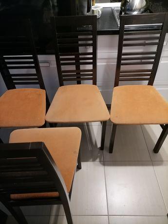 Cztery krzesła do jadalni
