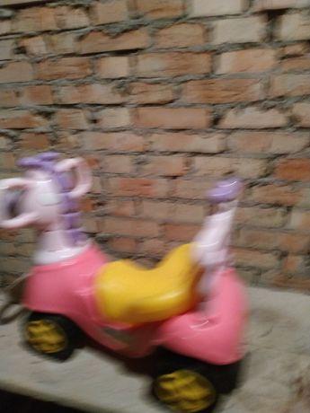 Продається машинка для дитини до двох, трьох років