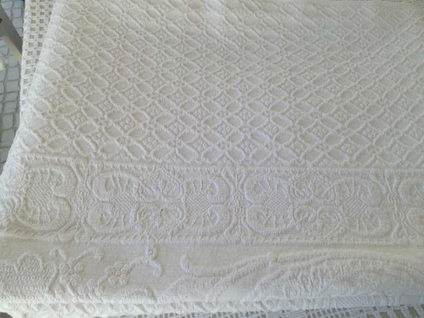 Colcha branca de casal, de algodão, 220 X 164