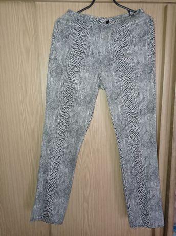 Продам брюки змеиный принт