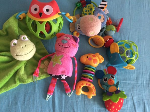 Погрумушки и подвесные игрушки для малышей