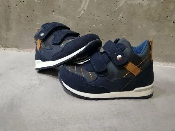 Продам новые детские деми ботинки 22 размер