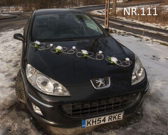 Śliczna biała dekoracja na auto do ślubu w super cenie