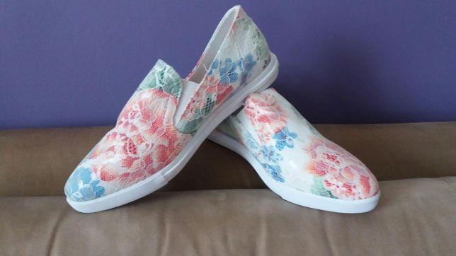Buty w kwiaty,materiałowe