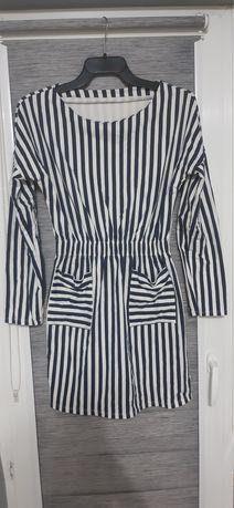 Sukienka z kieszonkami w paski