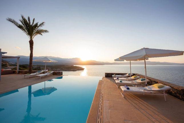 Роскошная вилла с бассейном и великолепным видом на Крите