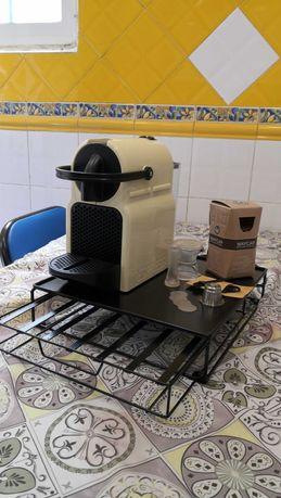 Máquina Nespresso, cápsula reutilizável e porta capsulas