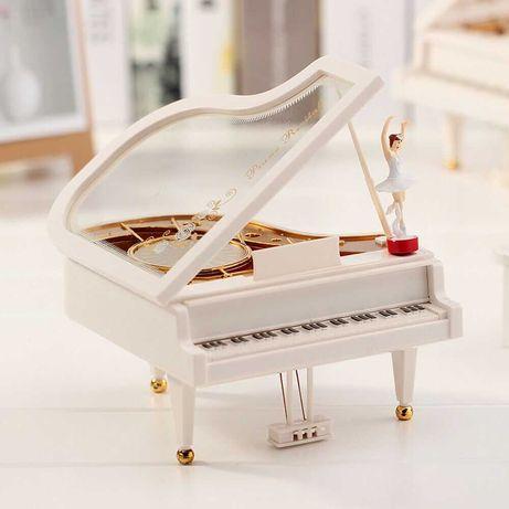 Музыкальная шкатулка в форме рояли с вращающейся балериной Новая