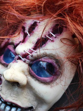 Maska Chucky śledzace oczka. Adacreepyart