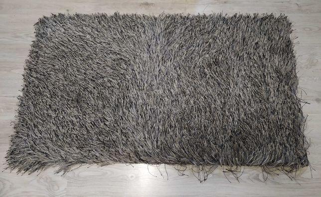 Dywan z długim włosiem