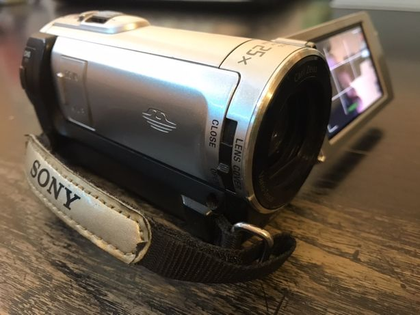 Sony DCR-SX83E handycam камера
